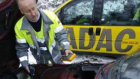 Batterieprobleme gelten als die häufigste Ursache für Pannen im Winter.