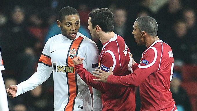 """""""Wir haben ihn danach ein paar Mal hart angegangen, aber das war nicht genug"""":  Luiz Adriano (l.)."""