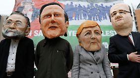 Sie müssen für alles ihre Köpfe hinhalten: Rajoy, Cameron, Merkel und Hollande (v.l.).