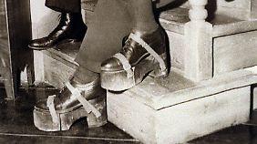 Bogart brauchte Plateau-Schuhe, die Bergman war einfach zu groß für ihn.
