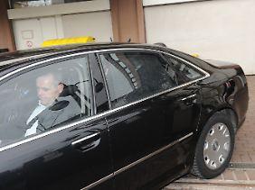 Hellmut Trienekens verließ das Kölner Landgericht in einer verdunkelten Limousine.
