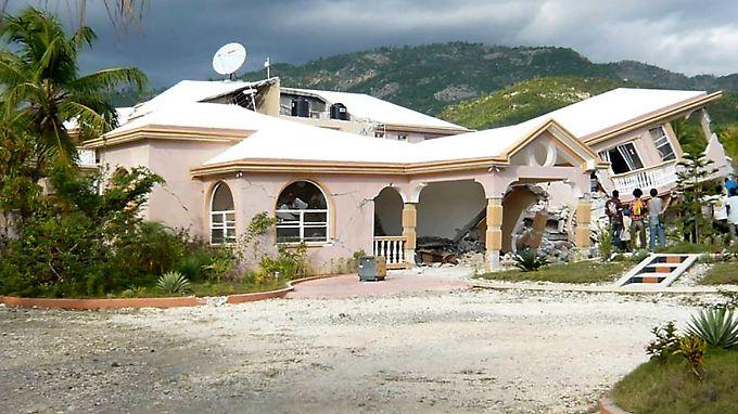 In Jacmel wurden bei dem Beben im Januar viele Häuser zerstört.