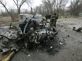 Das Autowrack des ersten Attentäters in Kisljar.