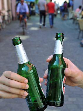 Viele Jugendliche kommen viel zu leicht an alkoholische Getränke.