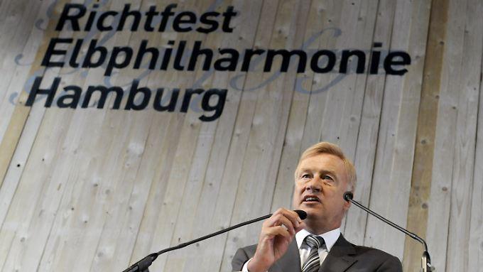 Hamburgs Bürgermeister Ole von Beust steht zu der Entscheidung für das Prestigeprojekt.