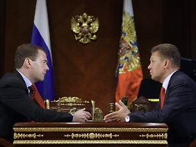 Wurde Dmitri Mewedew von Gazprom-Chef Miller (re) korrekt informiert?