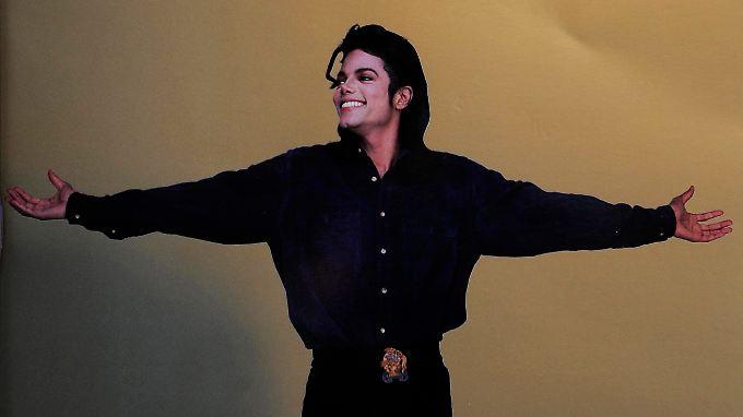 Zum ersten Todestag wird Michael Jackson noch einmal ins Rampenlicht gerückt.