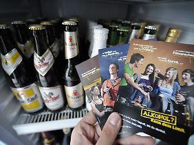 Mit dieser Kampagnen will die Bundesregierung zusammen mit Krankenkassen versuchen, einen verantwortungvollen Umgang mit Alkohol zu erreichen.
