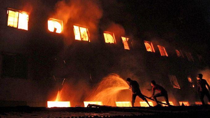 Verheerender Brand in Bangladesch: Mehr als 100 Menschen sterben
