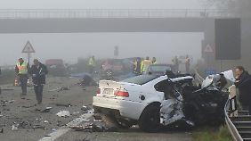 Der von einem 20-jährigen Fahrer verursachte Unfall kostete fünf Menschen und ihm selbst das Leben.