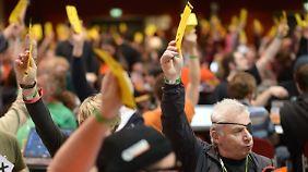 Mitglieder der Piratenpartei stimmten zu Fragen aus den Bereichen Außen-, Wirtschafts-, Gesundheits- und Europapolitik ab.