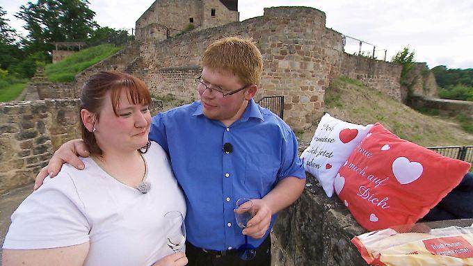 Romantik pur: Peter hat Nicole fest im Griff.