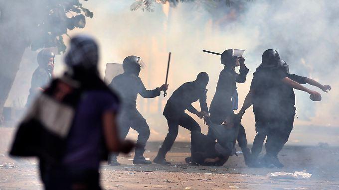 Bislang wurden 200 Menschen bei den Auseinandersetzungen verletzt.