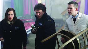 Mit einer Zeitung und mit einem Stuhl auf Alienjagd: Nolan, O'Shea und der Arzt