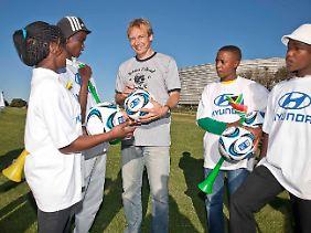 Bereits seit 1995 engagiert sich Jürgen Klinsmann in sozialen Projekten.