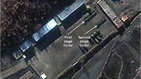 Dieses Satellitenbild zeigt dem US-Korea-Institut der Johns-Hopkins-Universität zufolge eine Mehrstufenrakete mit großer Reichweite. Die Aufnahme stammt vom 26. November.
