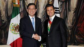 Peña Nieto bekommt die ersten Glückwünsche zum Amtsantritt.