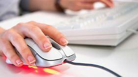 In manchen Betrieben sind private  Maildienste und Netzwerke komplett gesperrt.
