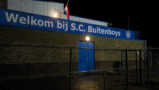 Der SC Buitenboys trauert um seinen verstorbenen Linienrichter.