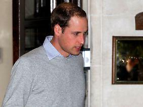 Erwischt! Prinz William beim Verlassen des Krankenhauses am Montagabend.