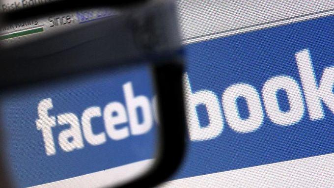 Etliche deutsche Facebook-Nutzer loggten sich 2012 öfter ein.