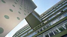 In Deutschland baute Niemeyer, der am 15. Dezember 1907 als eines von sechs Kindern eines deutschstämmigen Kaufmanns zur Welt gekommen war, das Interbau-Wohnhochhaus im Westberliner Hansaviertel.