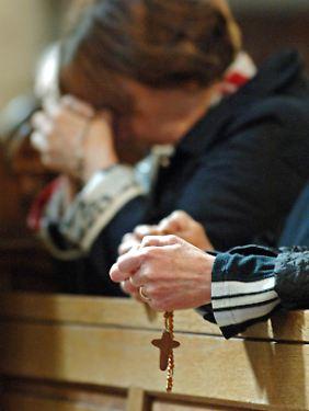 Das Gebet mit dem Rosenkranz gehört für viele gläubige Menschen zum täglichen Ritual.