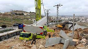 Mit der Bebauung von E1 würde auch der Grenzzaun, die Mauer um die israelischen Siedlungen, verlängert.