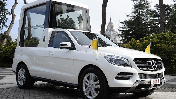 Die Grundlage für das Papamobil bildet ein M-Klasse-SUV mit ganz neuer Glaskuppel.