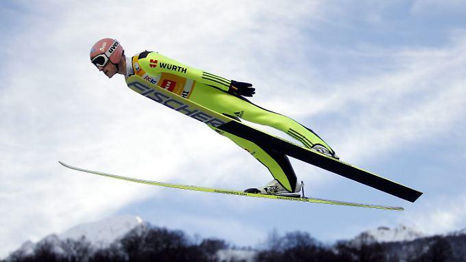 Severin Freund ist derzeit nicht nur national, sondern auch international der Vorspringer. Er führt den Gesamt-Weltcup an.