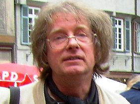 Der studierte Biologe Wolfgang Wettlaufer ist passionierter Amateurastronom und in der Astronomischen Vereinigung Tübingen für die Öffentlichkeitsarbeit zuständig.