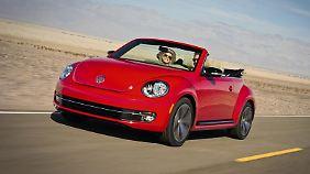 Auch mit aufgespanntem Dach kann sich der neue Käfer sehen lassen. Foto: Volkswagen