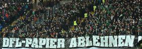 Nicht einverstanden: Bremer Fans zu Besuch bei Eintracht Frankfurt.