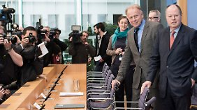 Steinbrück und Trittin sprachen über die ersten Inhalte eines rot-grünen Regierungsprogramms. SPD und Grüne wollen die Staatshaftung für Banken beenden.