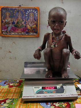 Fast jedes zweite indische Kind ist unterernährt. Die Quote ist doppelt so hoch wie die in Subsahara-Afrika.