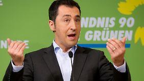 """""""Schusswaffen sind keine harmlosen Sportgeräte oder Spielzeuge"""", warnt Grünen-Chef Özdemir."""