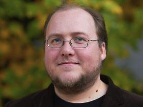 """Der Astronom Dr. Florian Freistetter betreibt den meistgelesenen deutschsprachigen Wissenschaftsblog """"Astrodicticum simplex"""". Er hat sich intensiv mit Kollisionen im All auseinandergesetzt."""