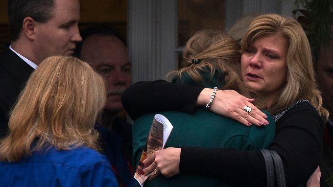 Nach Amoklauf in Newtown: Erste Kinder beerdigt