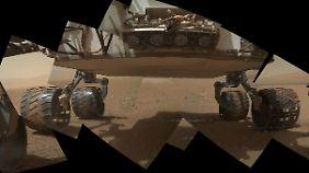 Ein Panorama-Bild vom Roten Planeten, zusammengesetzt aus vielen Bildern, aufgenommen vom Mars-Rover Curiosity.