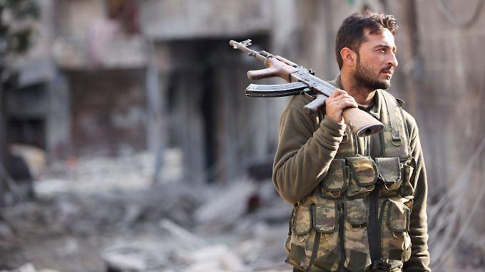 Seit fast zwei Jahren tobt in Syrien der Aufstand gegen das Regime von Präsident Assad. Viele Städte sind nurmehr Trümmerfelder.