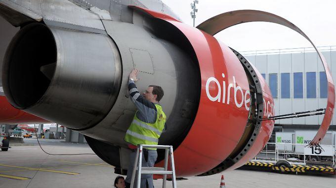 """Der ehemalige Air-Berlin-Chef Hartmut Mehdorn hatte bereits im Jahr 2012 das neue Sparprogramm """"Turbine 2013"""" angekündigt. Details nannte er seinerzeit aber nicht."""