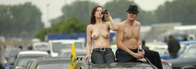 Jeeps und nackte Frauen