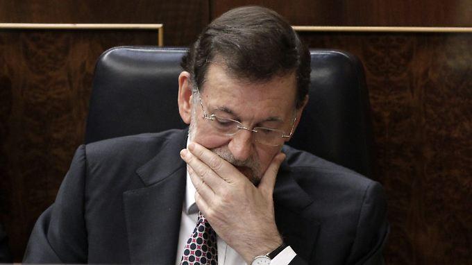 Laut einem Medienbericht soll die angeschlagene Regierung von Spaniens Ministerpräsident Rajoy mehr Zeit zum Sparen bekommen.