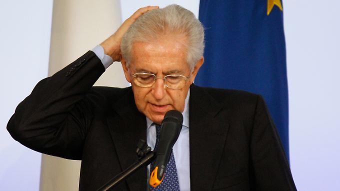 Monti bei seinem Auftritt in Rom: So ganz scheint er selbst nicht zu wissen, was er will.