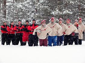 So sehen sie aus, die kickenden Santa Cläuse aus Rovaniemi.