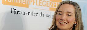 Kristina Schröder gab im Januar 2012 Pressekonferenz zur Familienpflegezeit, die am 1. Januar eingeführt wurde.