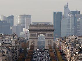 Blick auf den Pariser Finanzdistrikt La Defense.