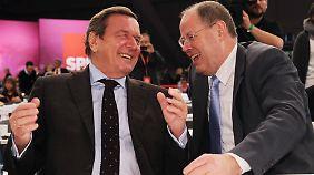 Schröder (l.) und Steinbrück beim Bundesparteitag der SPD in Hannover.