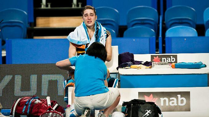 Tränen in Perth: Andrea Petkovic nach ihrer verletzungsbedingten Aufgabe.