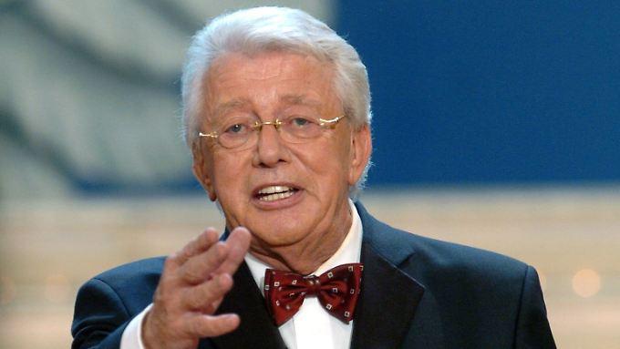 So kennen und lieben ihn viele Zuschauer: TV-Urgestein Dieter Thomas Heck. (Bild von November 2004)